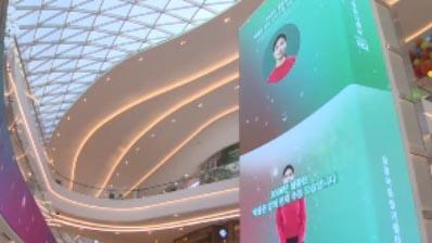 대형 전광판에 걸린 미아 찾기…'착한 유혹' 나선 유통사들