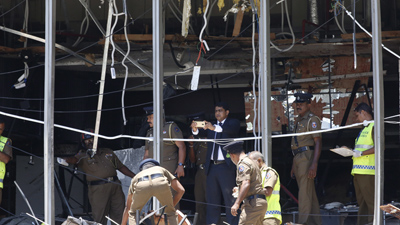 '부활절' 스리랑카 교회·호텔 6곳서 폭발테러…수백명 사망