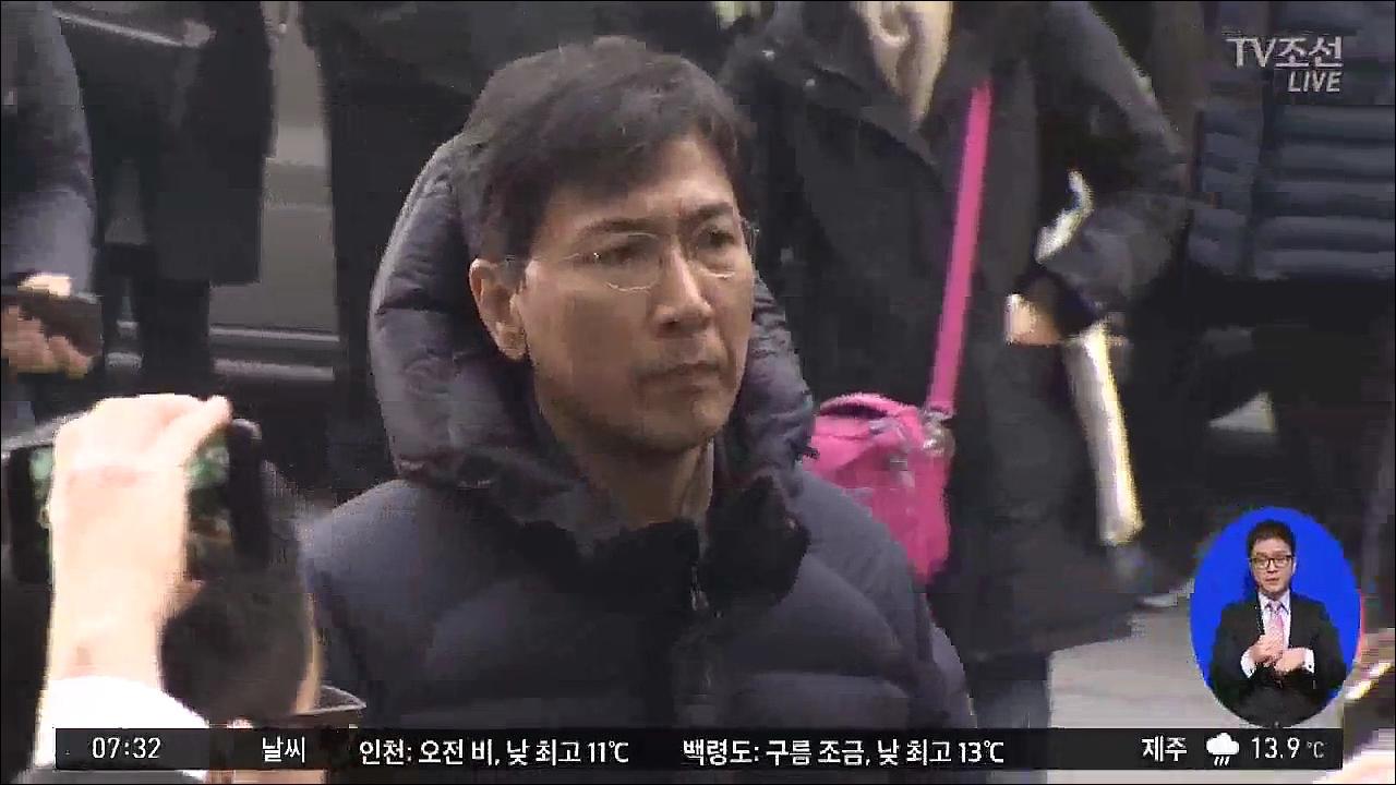 안희정 오늘 재소환…'업무상 위력에 의한 성폭력' vs '남녀 간 애정행위'