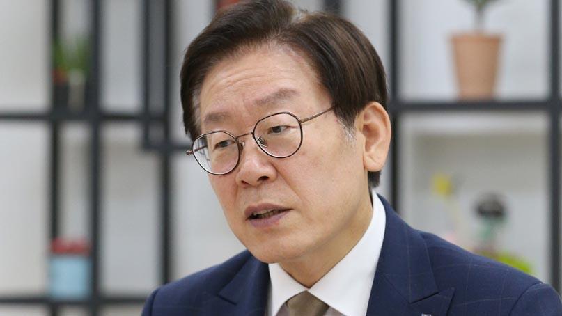 '큰 점 논란' 이재명 경기도지사, 병원찾아 셀프 신체검증