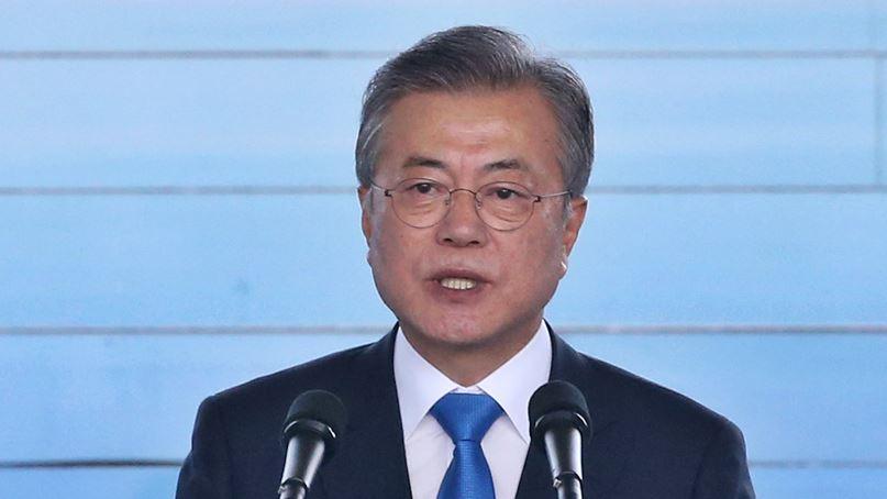 文대통령 지지율 52%, 8주연속 하락…취임 후 최저
