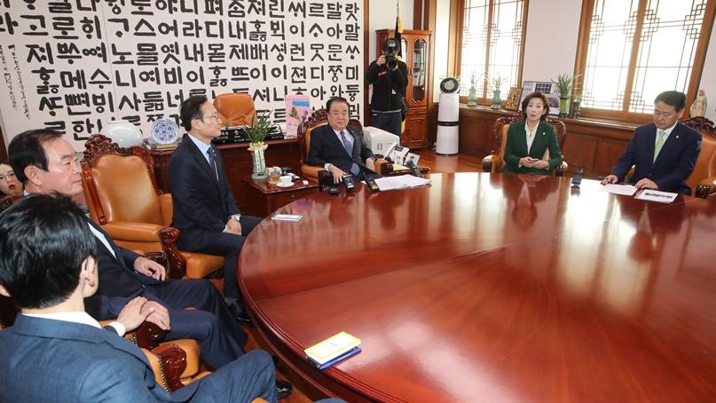 野 '손혜원·블랙리스트 청문회 열자', 與 '조건없이 법안 심의해야'
