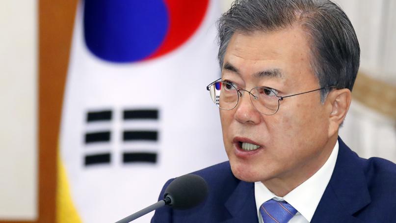 文대통령 지지도 48.6%…민주 38.7%·한국 34.3% '오차 범위'