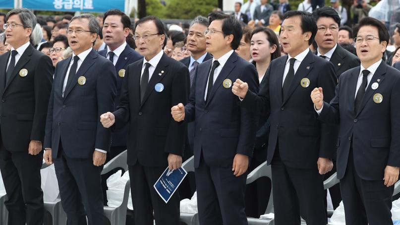 충돌 뚫고 5·18 참석…'임을 위한 행진곡' 부른 황교안