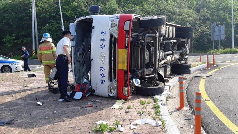 전남 장흥 교차로에서 버스-승용차 충돌…5명 사상