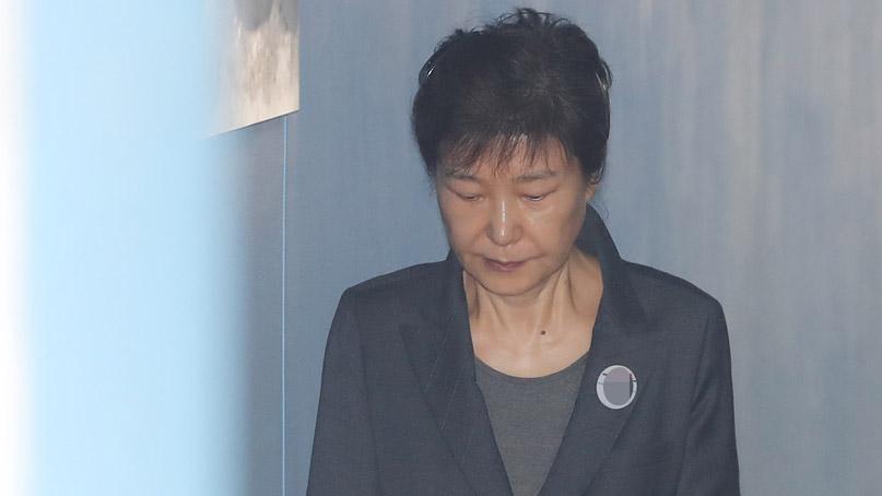 박근혜, '국정원 특활비' 항소심도 불출석…다음달 종결