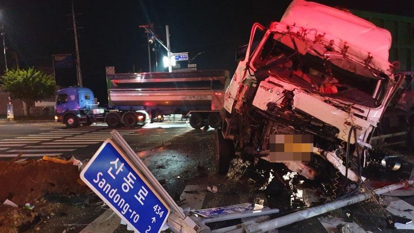 아산서 통근버스-화물차 충돌사고…2명 사망·32명 부상