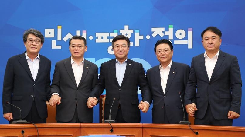 文대통령·여야 5당 대표, 18일 만난다…日대응 초당적 논의