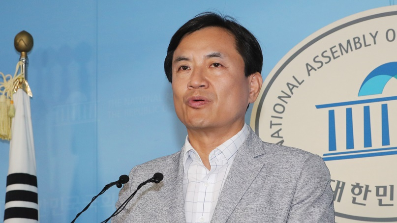 김진태 '조국, 교수임용 특혜 의혹…박사 학위 없이 울산대 교수 임용'