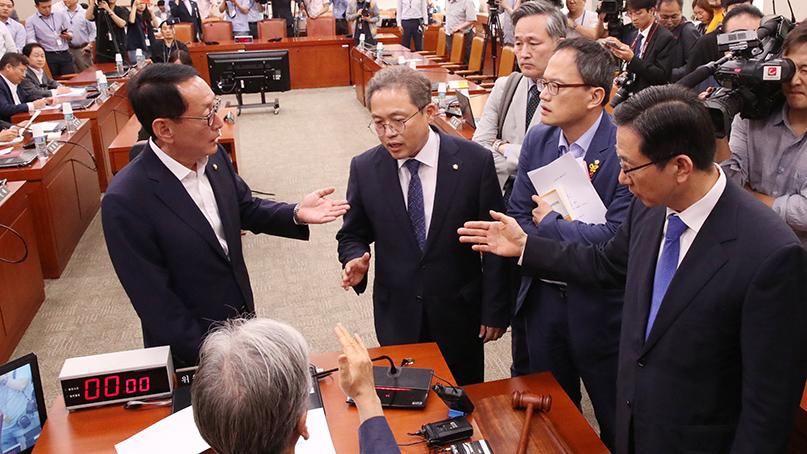국회 법사위 끝내 파행…고성 속 與의원들 퇴장