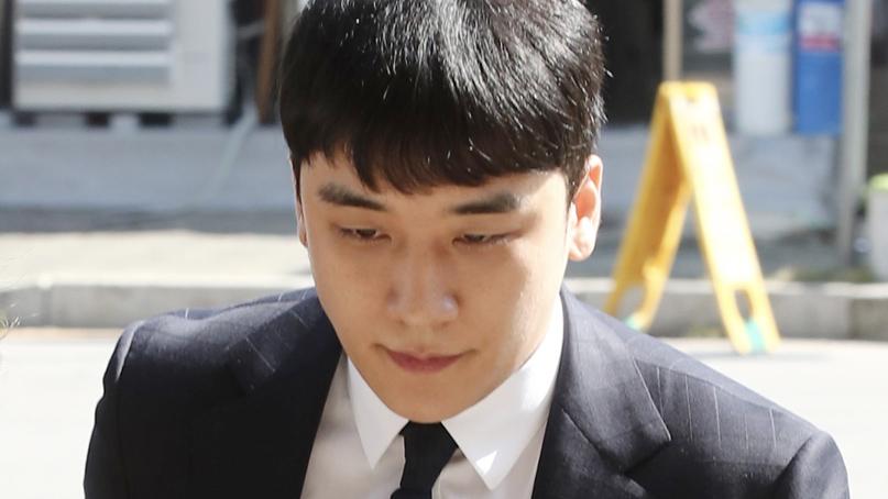 '원정도박 혐의' 승리 2차 소환 조사…질문에는 '묵묵부답'