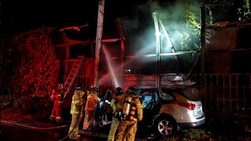 서울 올림픽대로서 승용차 추돌 후 화재…2명 부상