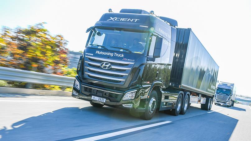 현대차, 고속도로서 대형트럭 2대 군집주행 성공