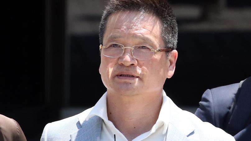 윤중천, 1심 징역 5년 6월…별장 성접대는 처벌 안돼