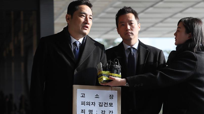 강용석, '김건모 성폭행 의혹' 고소…김건모측 '사실무근'