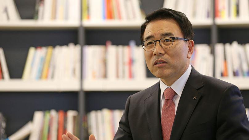 檢, '채용비리 의혹' 신한은행 조용병 회장에 징역 3년 구형