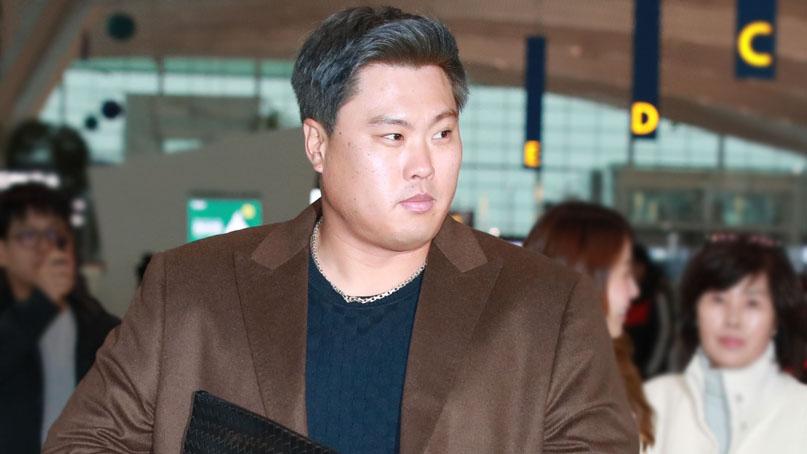'푸른 머리' 류현진, 加로 출국…토론토 팬들 '최고 성탄 선물'