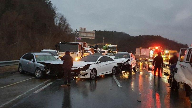 합천 국도서 '블랙아이스 추정' 41중 추돌사고…10명 부상