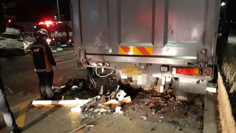 SUV가 갓길 화물차 추돌…해병대 병사 숨지고 운전한 장교 부상