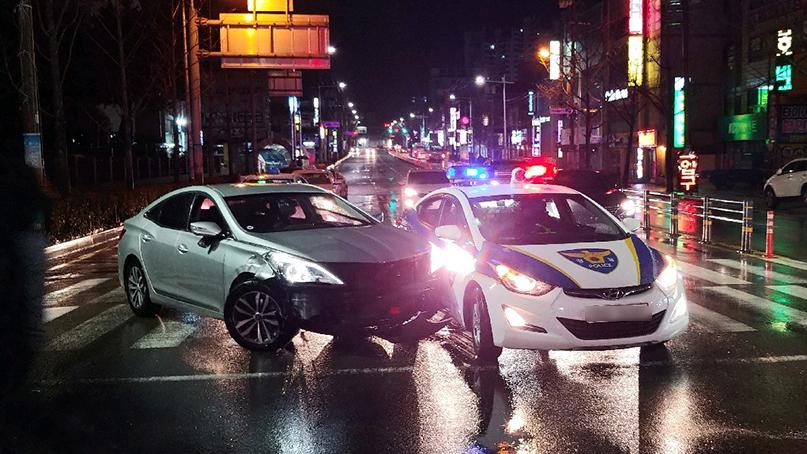 교통사고 내고 도주하다 경찰차까지 '쿵'…만취운전자 체포