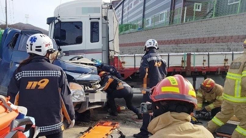 경기 곤지암 교차로에서 트럭끼리 교통사고…2명 사망
