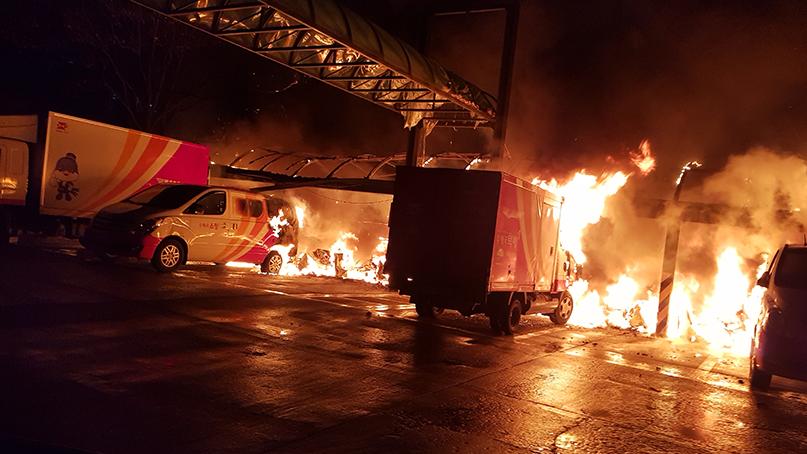 고양 우체국 주차장 화재…오토바이·택배트럭 등 전소
