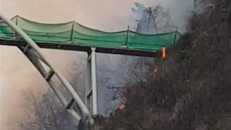 광주 제석산 구름다리 인근 산불…'주거지 보호 방화선 구축'