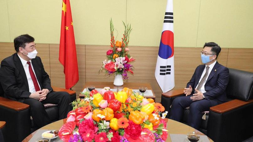 마스크 쓰고 中대사 만난 김현수 장관…포스트 코로나 농업 논의