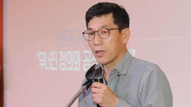 진중권 '툭하면 '30년 운동'…할머니들 80년 고통보다 무겁나'