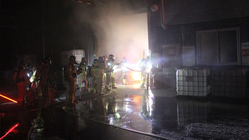 충북 진천 한 공장서 화재…1시간 만에 14억원 재산피해