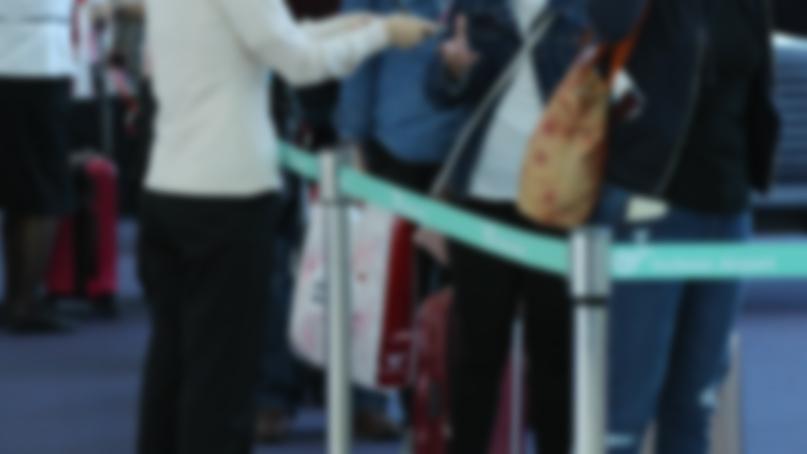 해외 입국자에 단체 여행객 확진…악재 겹친..