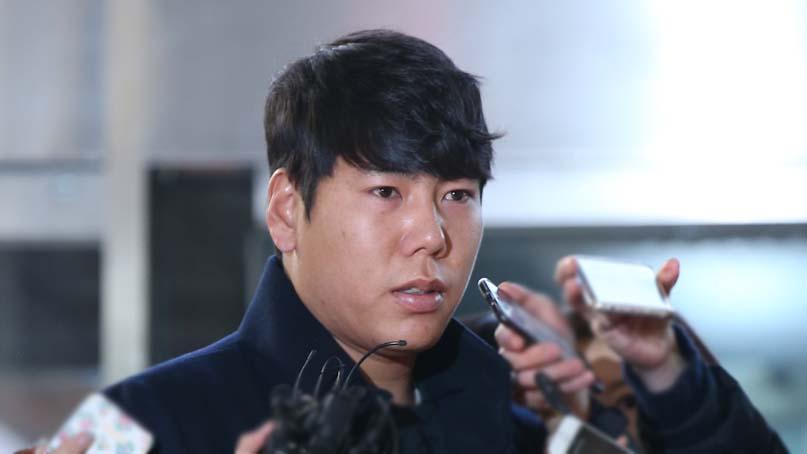 '1년 징계' 강정호, 5일 귀국…자가격리 후 사과 기자회견