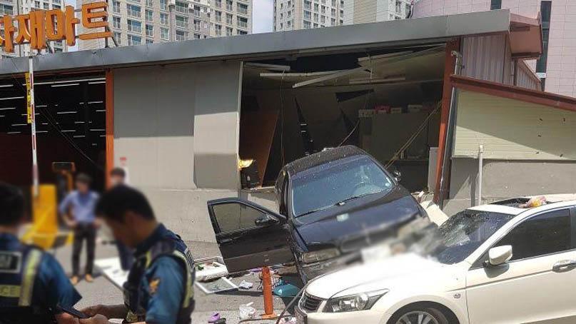 광주서 승용차가 마트로 돌진…80대 운전자와 직원 등 6명 부상