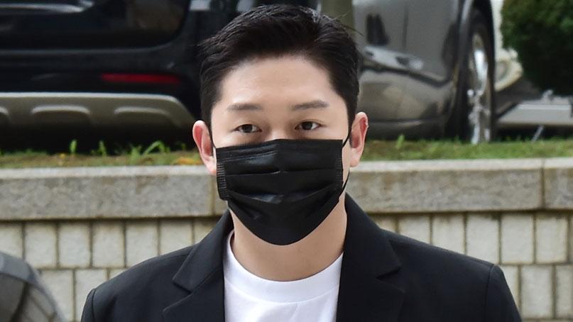 '故 구하라 폭행·협박' 최종범 2심 징역 1년…법정구속