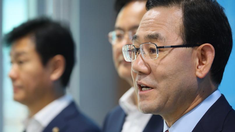 주호영 '文 대통령, 검찰청법 위반한 추미애 즉각 해임하라'