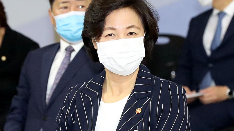 추미애 '투전판 부동산, 법무장관 침묵은 직무유기'