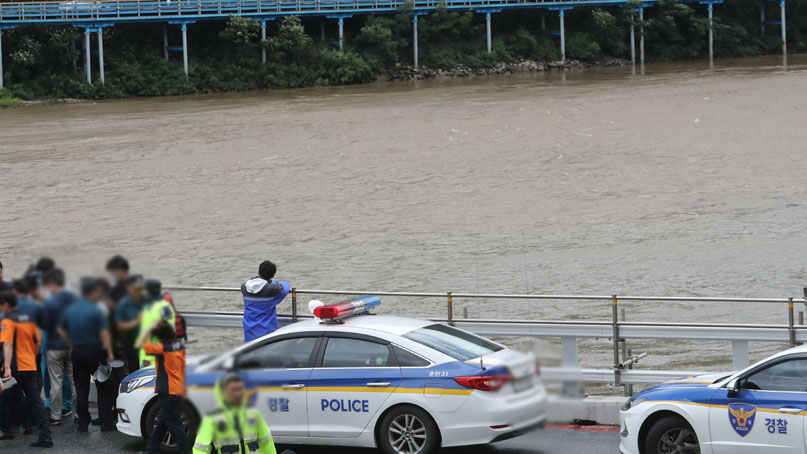 의암댐서 경찰정 등 3척 전복…1명 구조·1명 사망·6명 실종