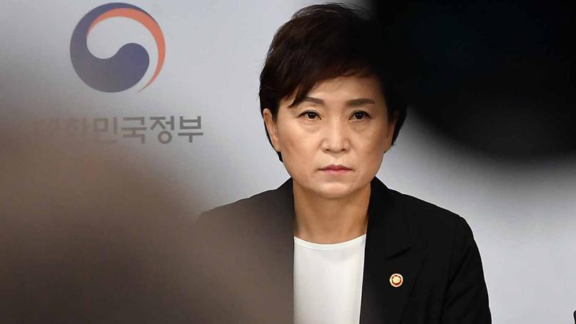 [취재후 Talk] 버티는 김현미…與에서도 '文 인사스타일 믿고 그러나'
