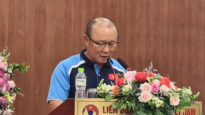 박항서, 베트남서 2급 훈장…외국인 지도자 최초