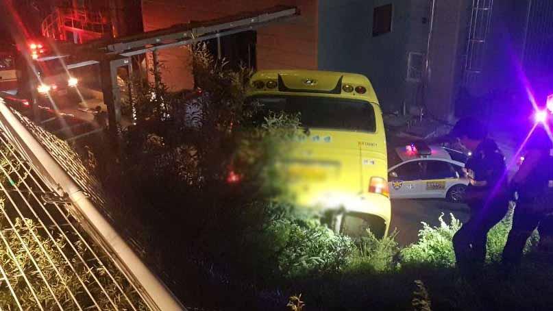 25인승 통근버스 6m 옹벽 아래로 추락…10명 부상