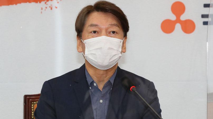 안철수 '秋, 신파로 동문서답…'빼딱구두' 못 신는지 관심 없다'