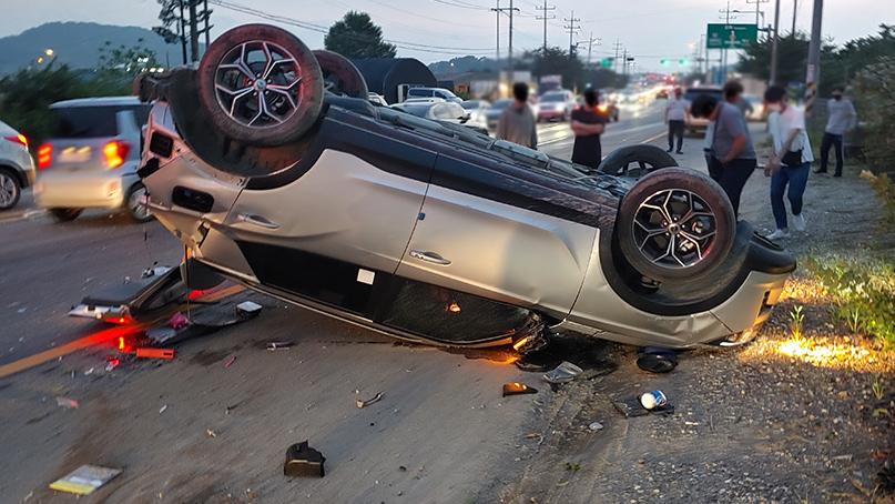 김포서 차량 2대 충돌 사고…운전자 2명 사상