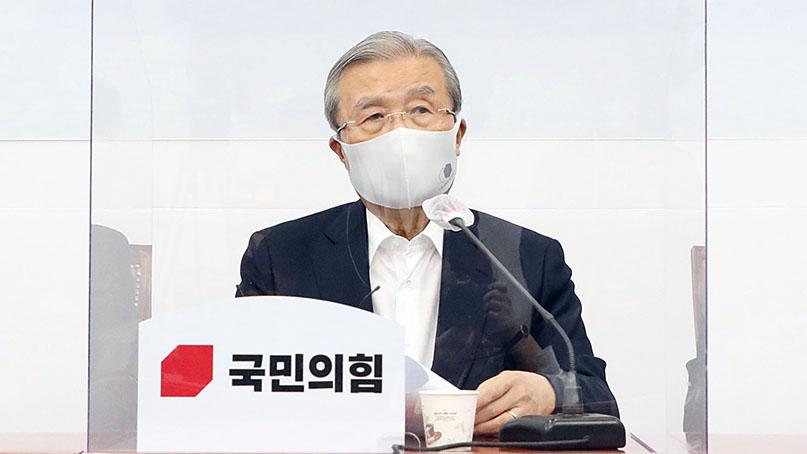 김종인 '文, 사흘간 행적 분초 단위 설명해야…아카펠라 관람 기가찬다'