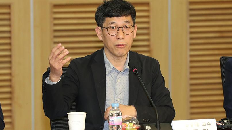 진중권 '음모론이 사회 신뢰 무너뜨려'…'트러스트포럼' 발족