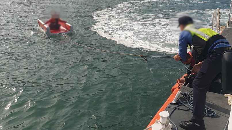 군산서 주말 갯바위 고립사고 잇따라…해경, 6명 구조