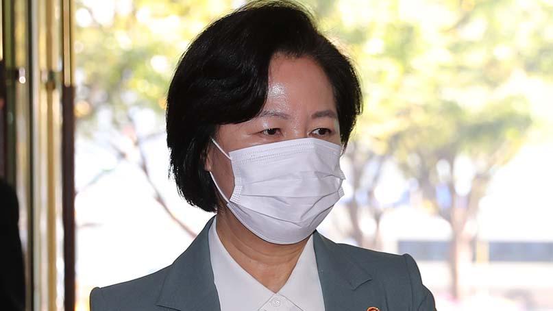 추미애 '윤석열이 지휘 따른 것은 당연한 조치'