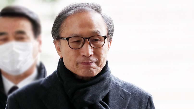 이명박 전 대통령 징역 17년·벌금 130억 확정…재수감