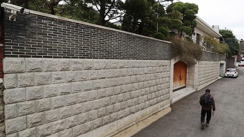 같은 집인데…전두환 연희동 자택, 별채만 압류한 이유?