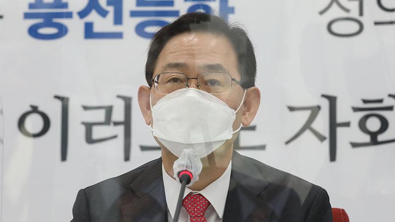주호영 '윤석열 직무 정지, 뒤에서 즐기는 文대통령 비겁'