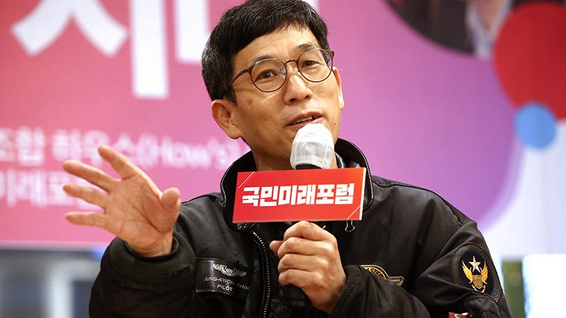 진중권 '586세력 전체주의가 민주주의 무너뜨려…추미애는 망나니일 뿐'